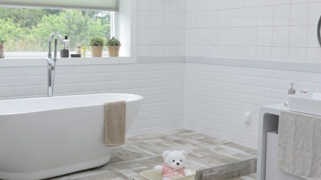 Le type de carrelage au sol adapté pour une salle de bain ...